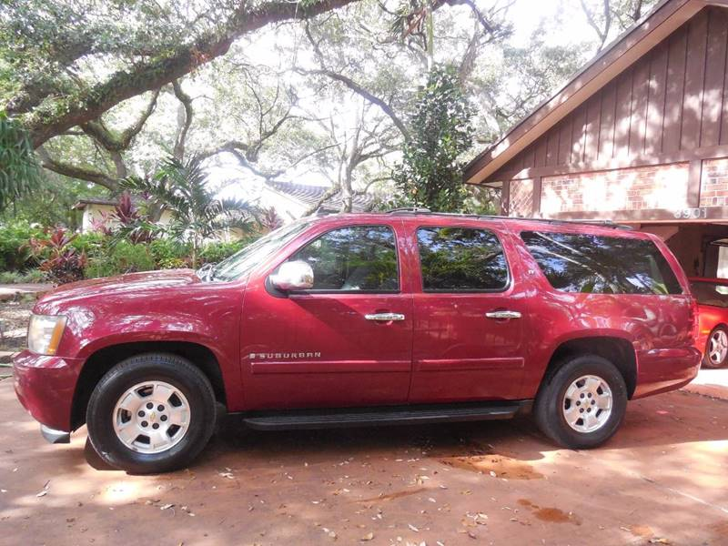 2007 Chevrolet Suburban for sale at FINANCIAL CLAIMS & SERVICING INC in Hollywood FL