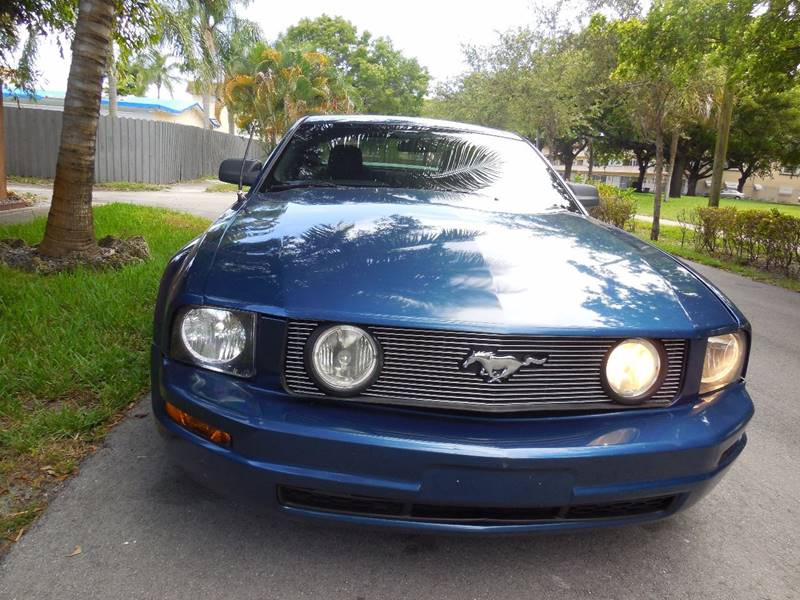 2007 Ford Mustang for sale at FINANCIAL CLAIMS & SERVICING INC in Hollywood FL