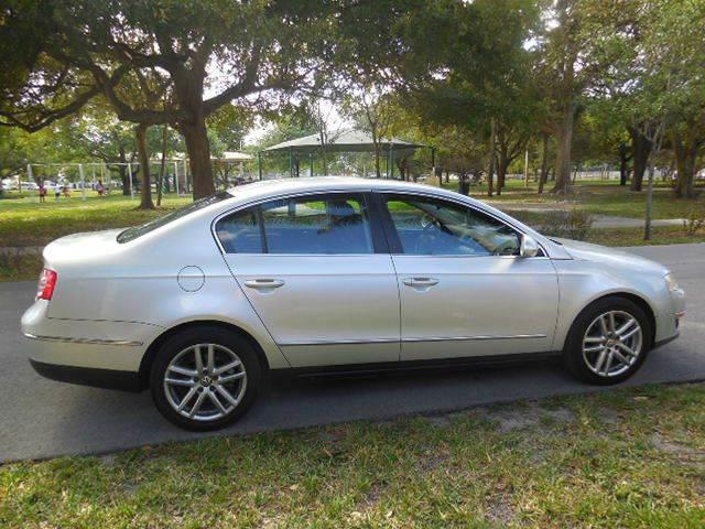 2008 Volkswagen Passat for sale at FINANCIAL CLAIMS & SERVICING INC in Hollywood FL