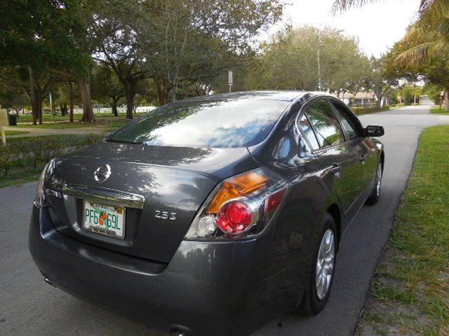 2012 Nissan Altima for sale at FINANCIAL CLAIMS & SERVICING INC in Hollywood FL
