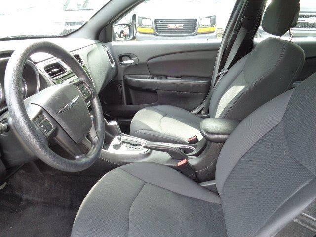 2013 Chrysler 200 LX 4dr Sedan - Prospect CT