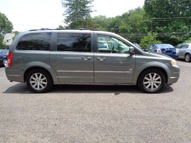 2009 Chrysler Town and Country Touring Mini-Van 4dr - Prospect CT