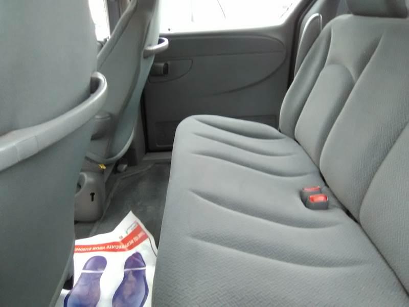 2005 Dodge Caravan SE 4dr Mini-Van - Somerset MA
