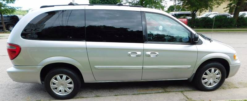 2005 Chrysler Town and Country Touring 4dr Extended Mini-Van - Waukesha WI