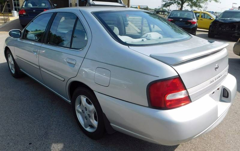 2000 Nissan Altima GXE 4dr Sedan - Waukesha WI