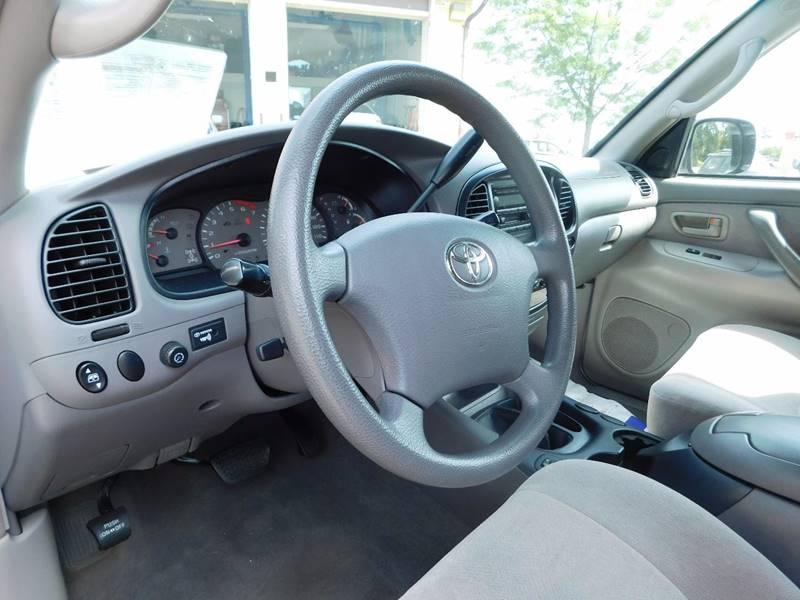 2004 Toyota Sequoia SR5 4WD 4dr SUV - Waukesha WI
