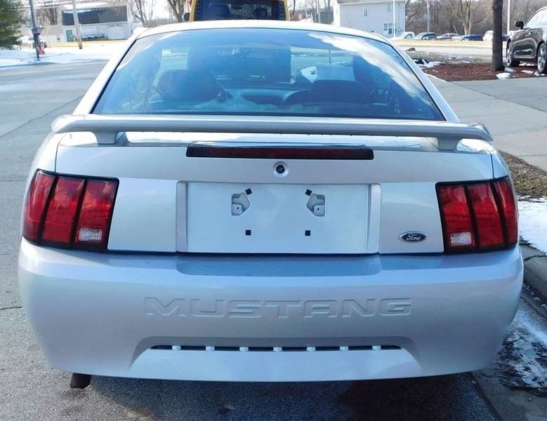 2004 Ford Mustang Base 2dr Fastback - Waukesha WI