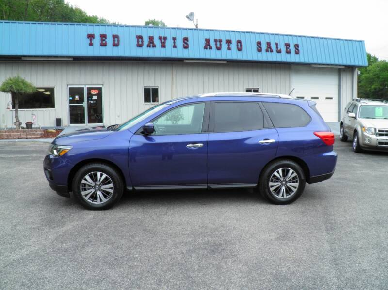 2017 Nissan Pathfinder for sale at Ted Davis Auto Sales in Riverton WV