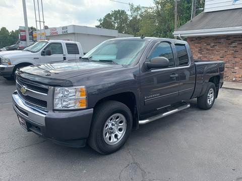 2011 Chevrolet Silverado 1500 for sale at PETE'S AUTO SALES - Middletown in Middletown OH