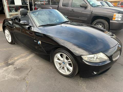 2005 BMW Z4 for sale at PETE'S AUTO SALES - Middletown in Middletown OH