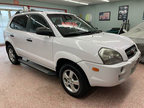 2008 Hyundai Tucson for sale at PETE'S AUTO SALES - Middletown in Middletown OH