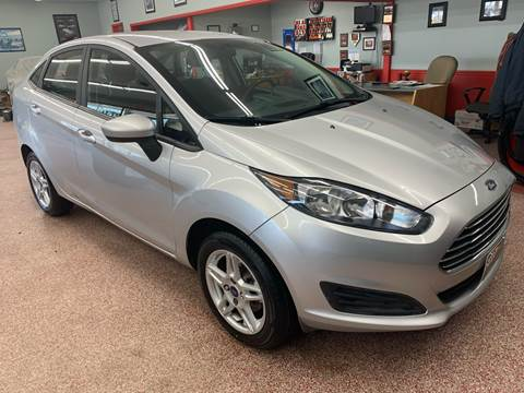 2017 Ford Fiesta for sale at PETE'S AUTO SALES - Middletown in Middletown OH
