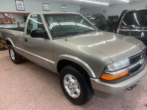 1999 Chevrolet S-10 for sale at PETE'S AUTO SALES - Dayton in Dayton OH