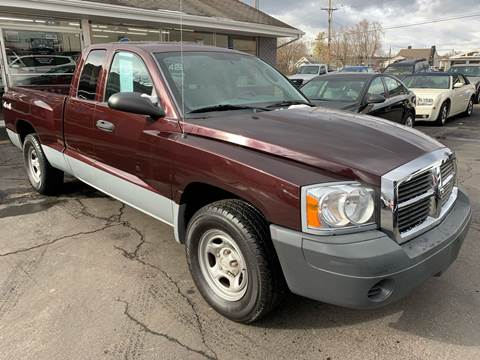 2005 Dodge Dakota for sale at PETE'S AUTO SALES - Middletown in Middletown OH