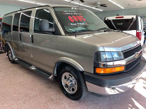 2004 Chevrolet Express Cargo for sale at PETE'S AUTO SALES - Middletown in Middletown OH