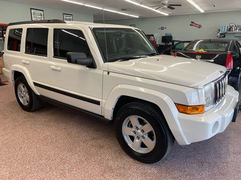 2008 Jeep Commander for sale at PETE'S AUTO SALES - Middletown in Middletown OH