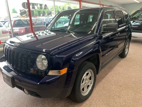 2014 Jeep Patriot for sale at PETE'S AUTO SALES - Dayton in Dayton OH