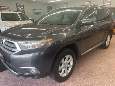 2012 Toyota Highlander for sale at PETE'S AUTO SALES - Middletown in Middletown OH