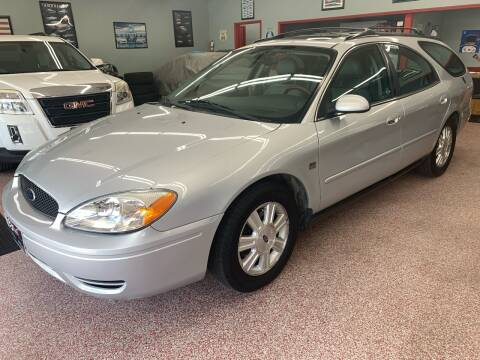 2005 Ford Taurus for sale at PETE'S AUTO SALES - Middletown in Middletown OH