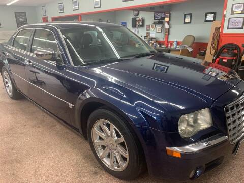2006 Chrysler 300 for sale at PETE'S AUTO SALES - Middletown in Middletown OH