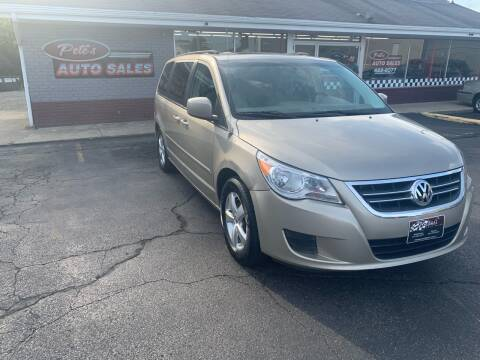 2009 Volkswagen Routan for sale at PETE'S AUTO SALES - Middletown in Middletown OH