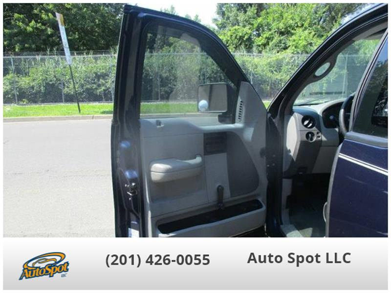 2006 Ford F-150 XL 2dr Regular Cab Styleside 8 ft. LB - Hasbrouck Heights NJ