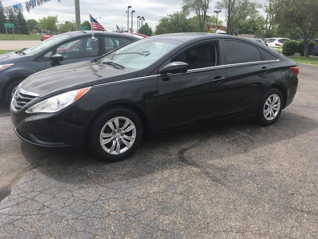 2011 HYUNDAI SONATA GLS 4DR SEDAN black cloth interior great on miles black fwd just in air