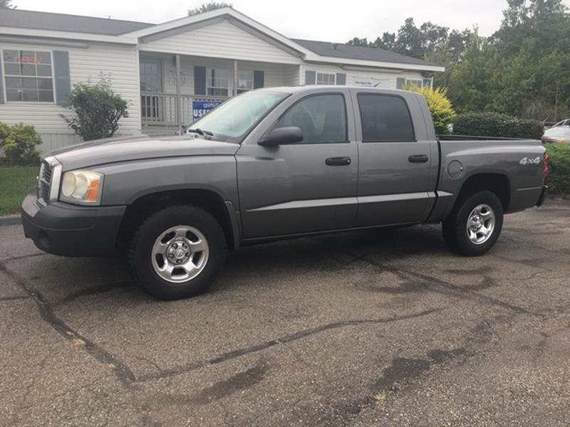 2005 DODGE DAKOTA ST 4DR QUAD CAB 4WD SB gray air conditioning 4 wheel standard abs power brake