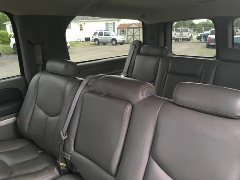 2003 Chevrolet Suburban for sale at Paramount Motors in Taylor MI