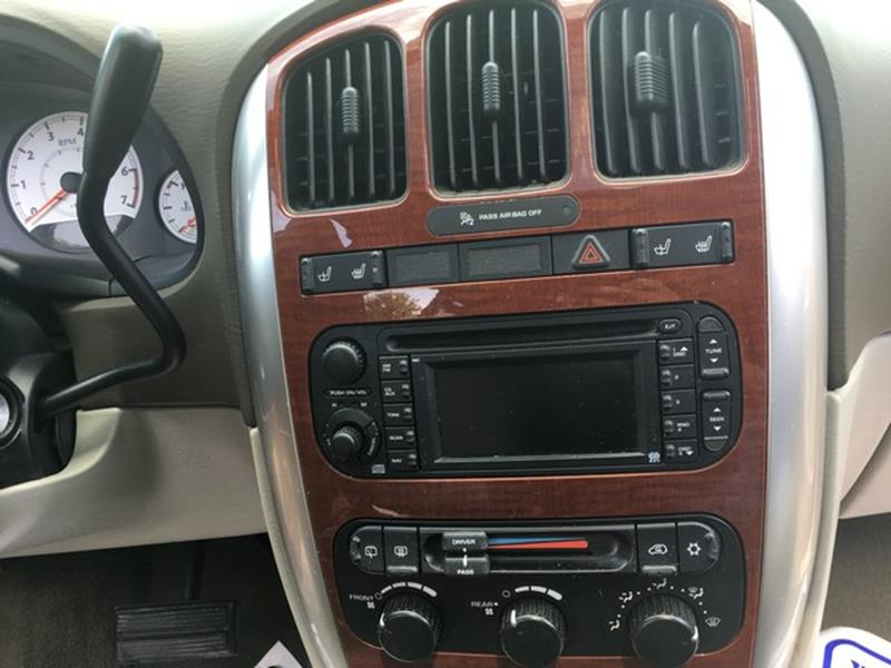 2006 Chrysler Town and Country for sale at Paramount Motors in Taylor MI