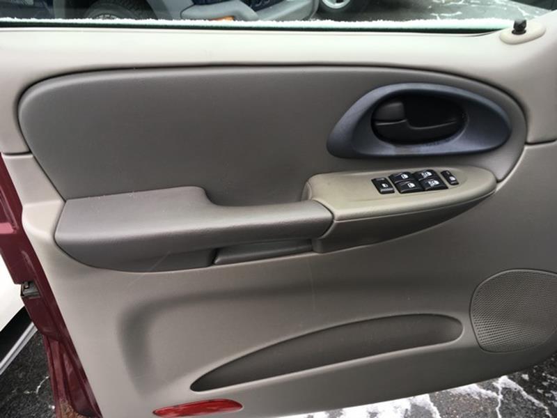 2004 Chevrolet TrailBlazer for sale at Paramount Motors in Taylor MI