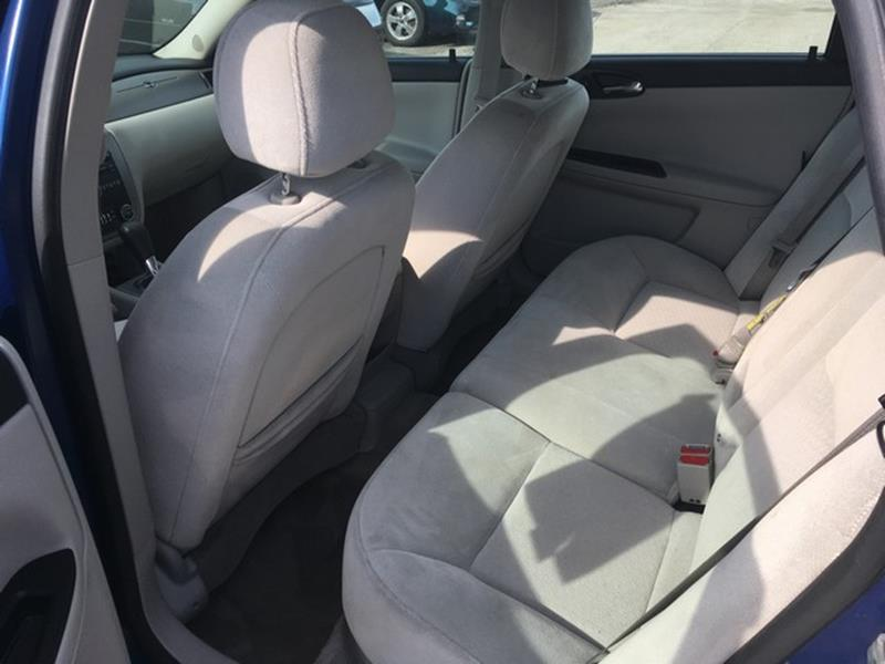 2006 Chevrolet Impala for sale at Paramount Motors in Taylor MI