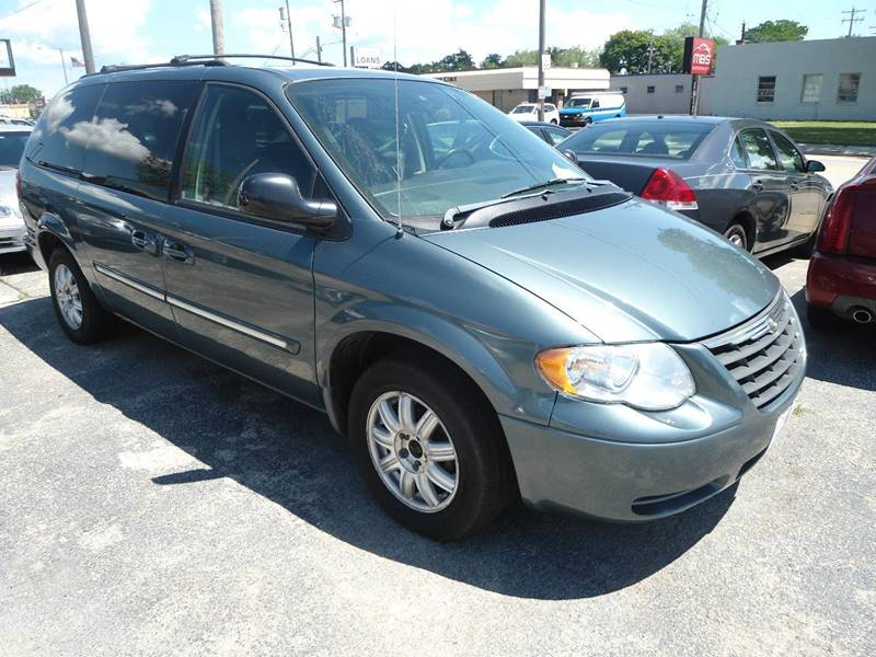 2006 Chrysler Town and Country for sale at G T Motorsports in Racine WI