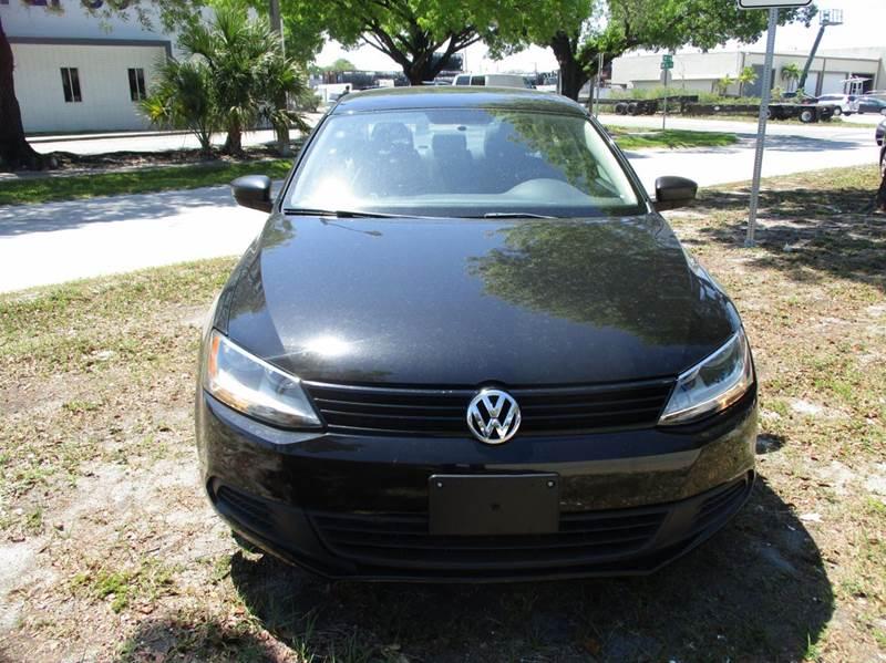2013 Volkswagen Jetta 4dr Sedan 6A - Fort Lauderdale FL