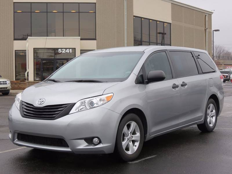 2012 Toyota Sienna 7-Passenger 4dr Mini-Van V6 - Crystal MN