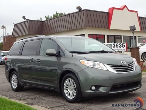 2014 Toyota Sienna for sale in Burnsville, MN