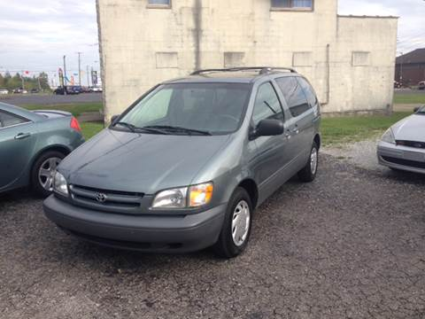 1998 Toyota Sienna for sale in Shelbyville, IN
