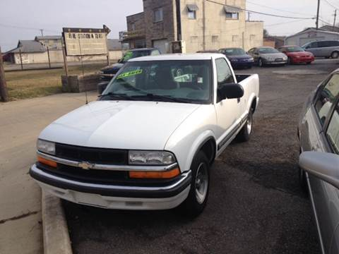 2000 Chevrolet S-10 for sale in Shelbyville, IN