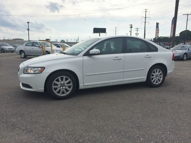 2008 Volvo S40  Miles 87536Color White Stock 46F VIN YV1MS390482370202