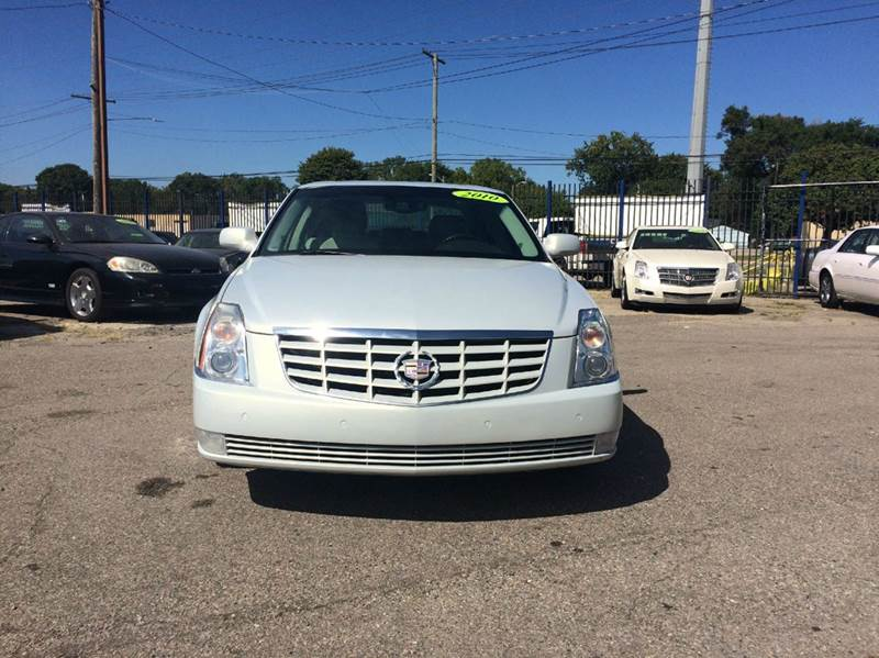 2010 Cadillac Dts  Miles 125898Color Pearl White Stock 439F VIN 1G6KH5EY2AU112826