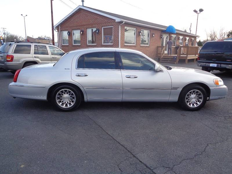 2001 Lincoln Town Car Signature 4dr Sedan In Mechanicsburg Pa