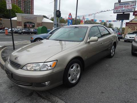 2000 Lexus ES 300 for sale at Daniel Auto Sales in Yonkers NY