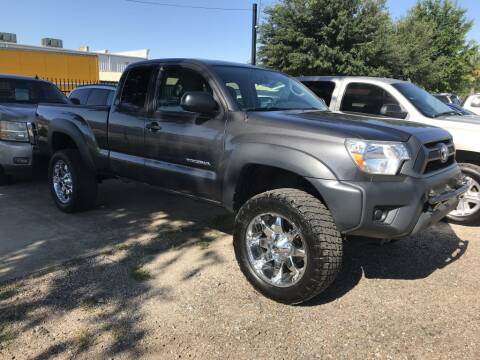 2015 Toyota Tacoma for sale at AMIGO USED CARS in Houston TX