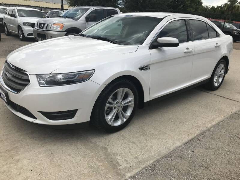 2016 Ford Taurus for sale at AMIGO USED CARS in Houston TX