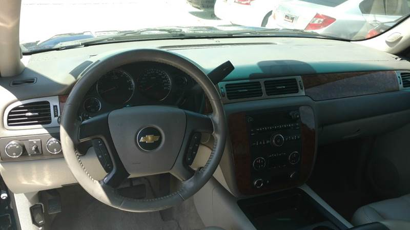 2007 Chevrolet Suburban for sale at Los Compadres Auto Center in Bloomington CA