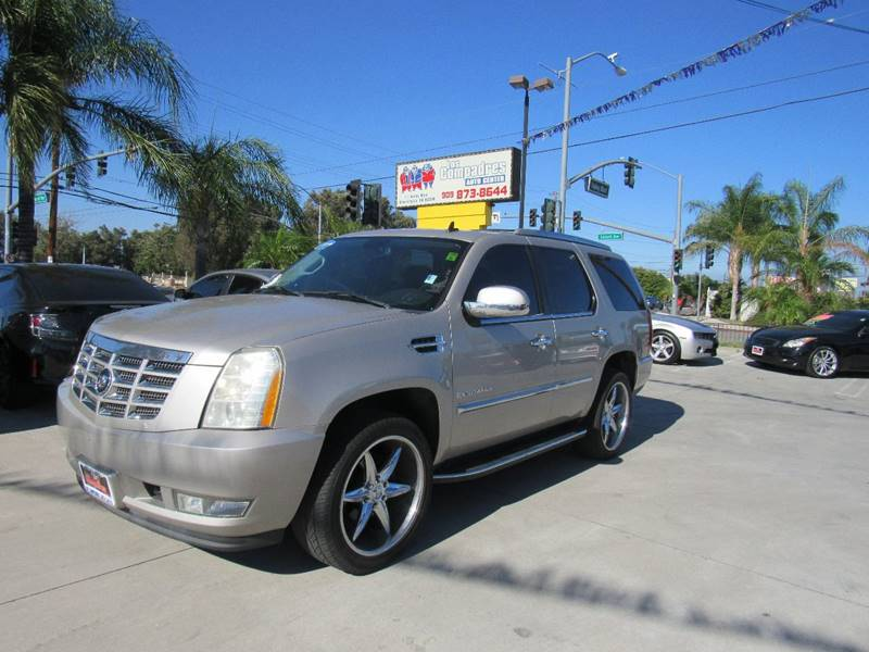 2007 Cadillac Escalade for sale at Los Compadres Auto Center in Bloomington CA