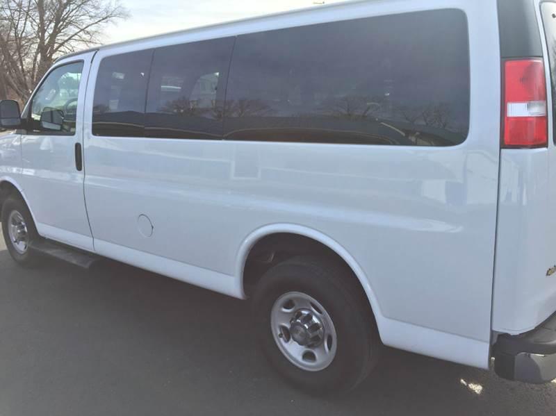 2016 Chevrolet Express Passenger LT 3500 3dr Passenger Van w/1LT - Marshall MO