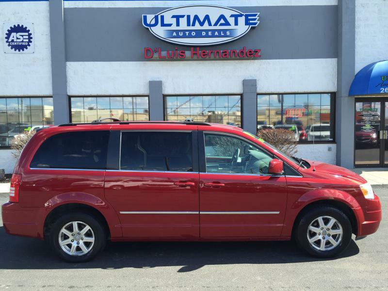 2009 Chrysler Town and Country Touring Mini-Van 4dr - Fort Wayne IN