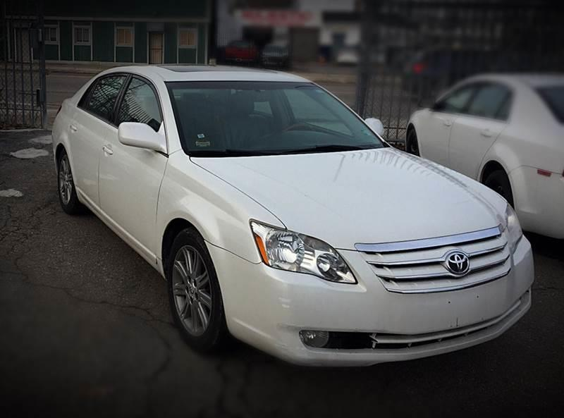 2005 Toyota Avalon car for sale in Detroit