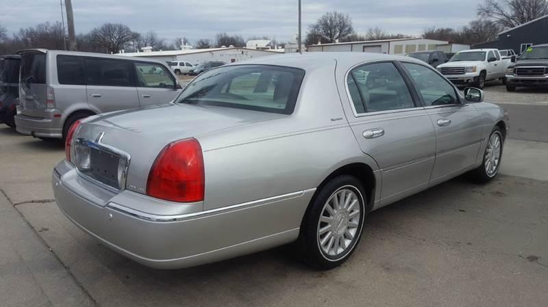 2003 Lincoln Town Car Signature 4dr Sedan - Olathe KS
